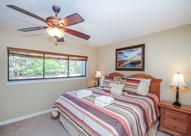 Inland Harbour 2429, 2 Bedrooms, Golf View, Pool, Sleeps 8 - Sleep In Comfort - HiltonHeadRentals.com