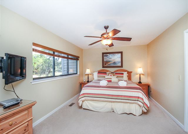 Inland Harbour 2429, 2 Bedrooms, Golf View, Pool, Sleeps 8 - Master Retreat - HiltonHeadRentals.com