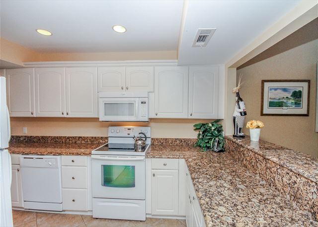 Inland Harbour 2429, 2 Bedrooms, Golf View, Pool, Sleeps 8 - What's Cooking? Anything You Want! - HiltonHeadRentals.com