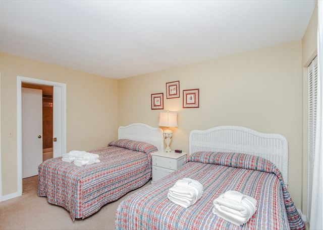 Inland Harbour 2429, 2 Bedrooms, Golf View, Pool, Sleeps 8 - Restful Sleeping - HiltonHeadRentals.com