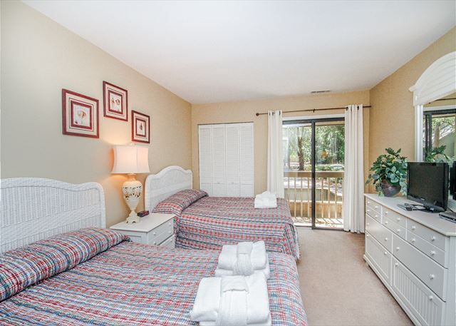 Inland Harbour 2429, 2 Bedrooms, Golf View, Pool, Sleeps 8 - Awaken Feeling Well Rested - HiltonHeadRentals.com