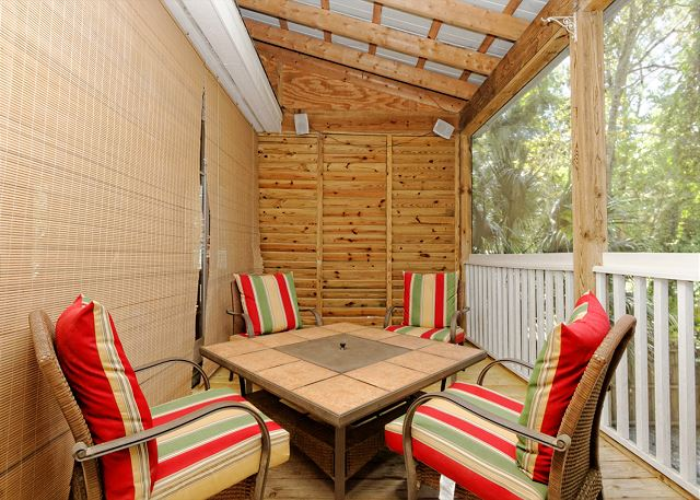 Lagoon Road 29, 4 Bedroom, Wooded View, Close to Beach Sleeps 10 - Dine Alfresco with Frends - HiltonHeadRentals.com