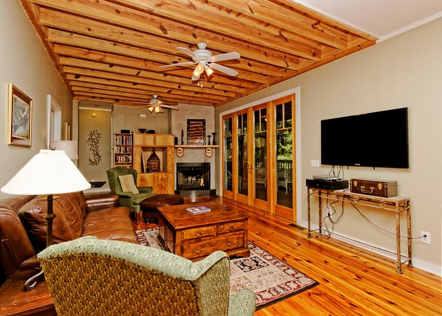 Lagoon Road 29, 4 Bedroom, Wooded View, Close to Beach Sleeps 10 - Come In And Have A Seat! There's room for all. - HiltonHeadRentals.com