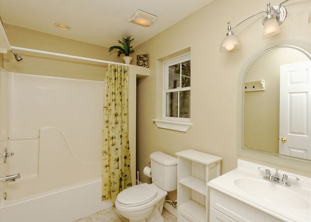 Lagoon Road 29, 4 Bedroom, Wooded View, Close to Beach Sleeps 10 - Bathroom with convenience in mind - HiltonHeadRentals.com