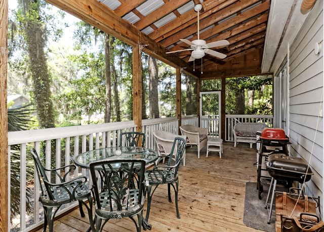 Lagoon Road 29, 4 Bedroom, Wooded View, Close to Beach Sleeps 10 - Take the group outside and show off your grilling skills. - HiltonHeadRentals.com