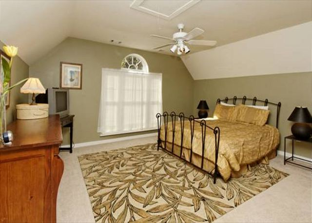 Lagoon Road 29, 4 Bedroom, Wooded View, Close to Beach Sleeps 10 - Spend Time To Yourself In Our Guest Bedroom - HiltonHeadRentals.com