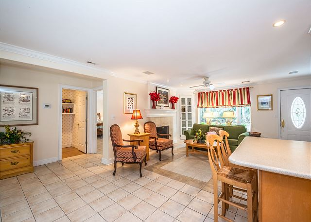 Myrtle Lane 1, 5 Bedroom, Private Heated Pool & Spa, Sleeps 12 - Snack Bar - HiltonHeadRentals.com