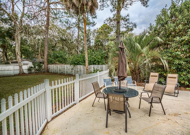Myrtle Lane 1, 5 Bedroom, Private Heated Pool & Spa, Sleeps 12 - Patio - HiltonHeadRentals.com