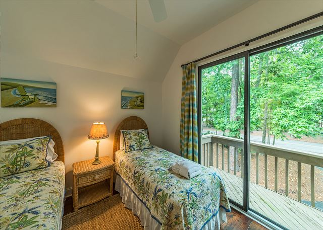 North Sea Pines Drive 23, 4 Bedroom, Private Pool, Sleeps 12 - Two Beds and a Balcony - HiltonHeadRentals.com