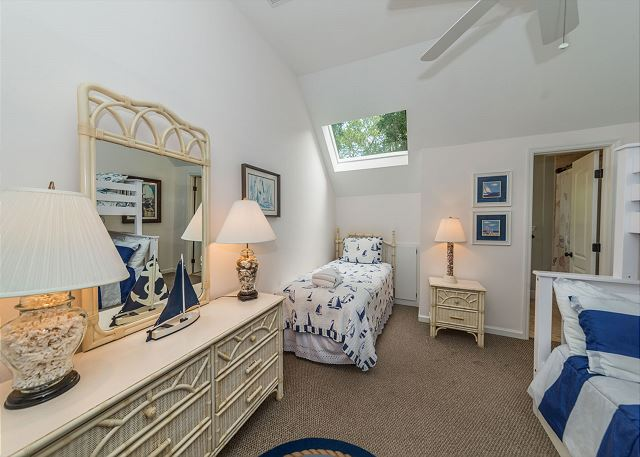 North Sea Pines Drive 23, 4 Bedroom, Private Pool, Sleeps 12 - En Suite Guest Bathroom  - HiltonHeadRentals.com