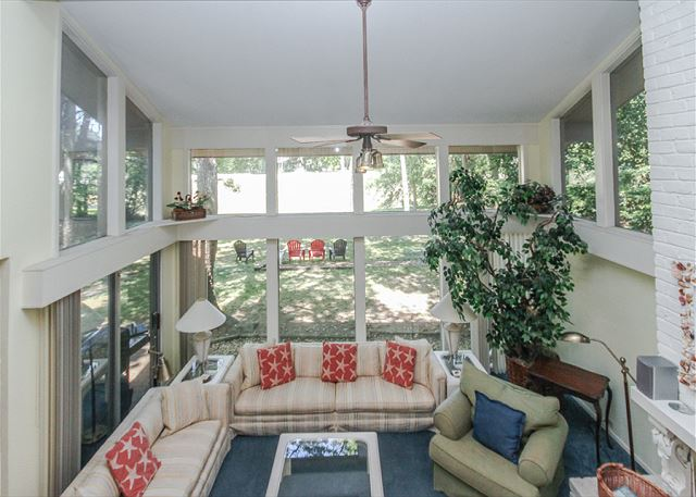 North Sea Pines Drive 70, 6 bedroom, Private Pool, Sleeps 16 - Living Room - HiltonHeadRentals.com