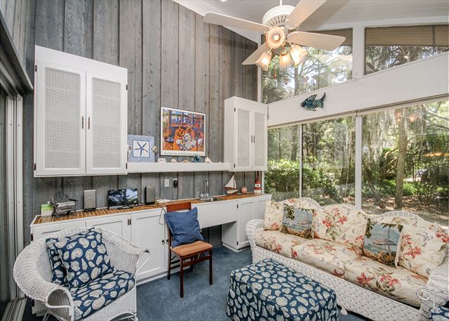 North Sea Pines Drive 70, 6 bedroom, Private Pool, Sleeps 16 - Carolina Room - HiltonHeadRentals.com