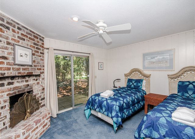 North Sea Pines Drive 70, 6 bedroom, Private Pool, Sleeps 16 - Twin Bedroom - HiltonHeadRentals.com