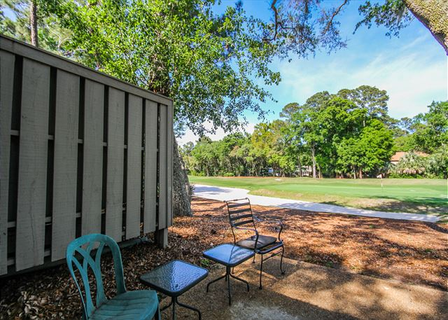 Racquet Club 2372, 3 Bedroom, Large Pool, Golf View, Sleeps 8 - Back yard - HiltonHeadRentals.com