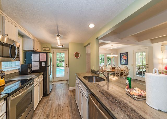 Rice Lane 7, 3 Bedrooms, Private Pool, Bike to Beach, Sleeps 8 - Bring Your Favorite Recipes And A Bag Of Groceries! - HiltonHeadRentals.com