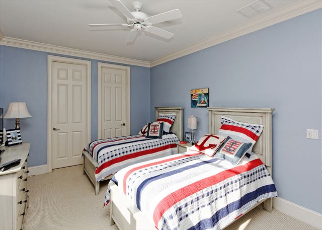 Roadrunner 5, Oceanfront, 7 Bedrooms, Private Pool, Sleeps 20 - Kids and Adults Alike Will Love This Cheerful Bedroom! - HiltonHeadRentals.com
