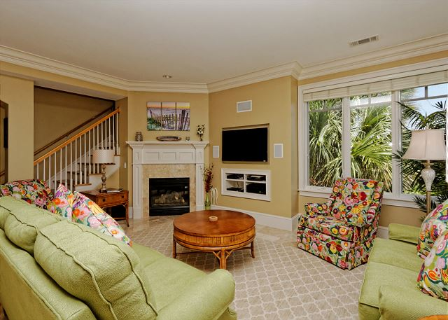 Roadrunner 5, Oceanfront, 7 Bedrooms, Private Pool, Sleeps 20 - You'll Look Forward To Nights At Home - HiltonHeadRentals.com