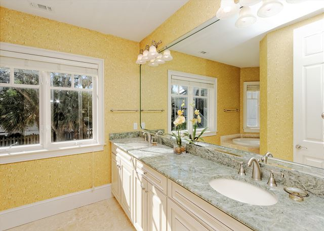 Roadrunner 5, Oceanfront, 7 Bedrooms, Private Pool, Sleeps 20 - The Bath Is Like A Private Spa - HiltonHeadRentals.com