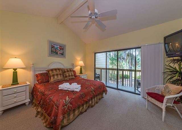 Shipmaster 306, 2 Bedrooms, Golf View, Tennis, Pool, Sleeps 6 - Master Bedroom - HiltonHeadRentals.com