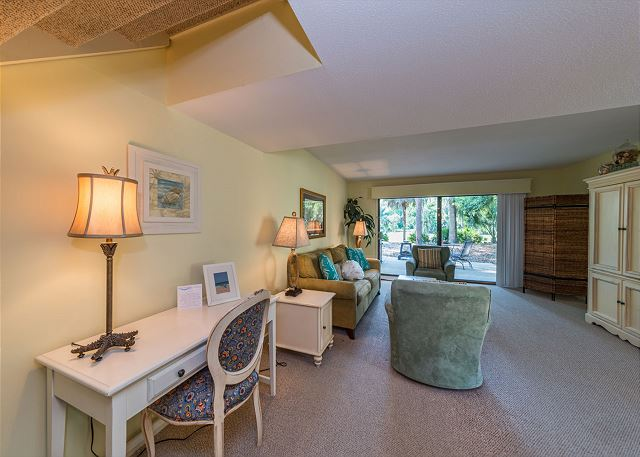 Shipmaster 306, 2 Bedrooms, Golf View, Tennis, Pool, Sleeps 6 - Need some space to work on the computer? - HiltonHeadRentals.com