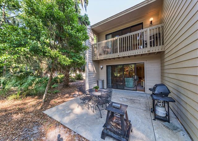 Shipmaster 306, 2 Bedrooms, Golf View, Tennis, Pool, Sleeps 6 - Sit a Spel - HiltonHeadRentals.com