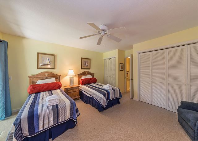 Shipmaster 306, 2 Bedrooms, Golf View, Tennis, Pool, Sleeps 6 - Easily Fall Asleep In The Second Bedroom! - HiltonHeadRentals.com