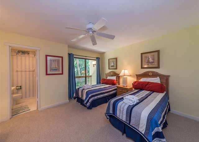 Shipmaster 306, 2 Bedrooms, Golf View, Tennis, Pool, Sleeps 6 - Second Bedroom with Two Beds - HiltonHeadRentals.com