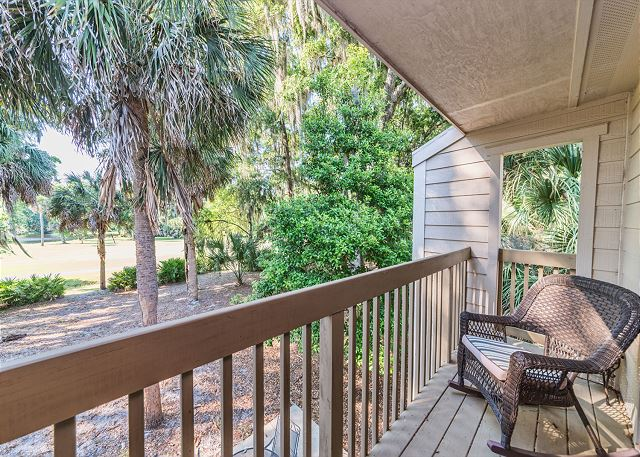 Shipmaster 306, 2 Bedrooms, Golf View, Tennis, Pool, Sleeps 6 - Balcony Views - HiltonHeadRentals.com