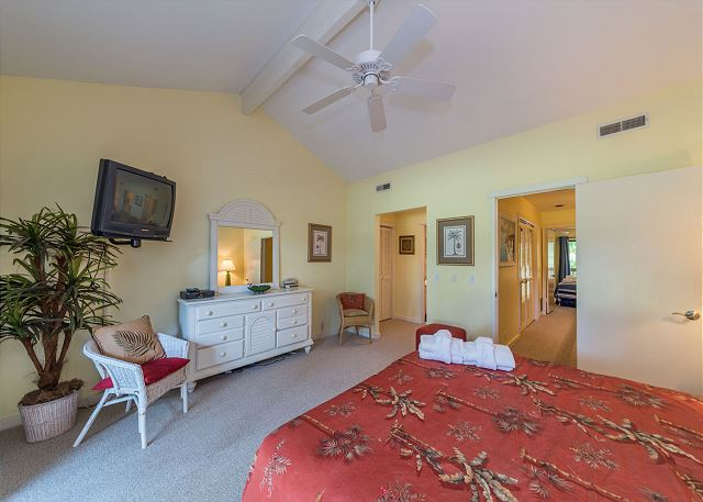 Shipmaster 306, 2 Bedrooms, Golf View, Tennis, Pool, Sleeps 6 - Pamper yourself in the master suite - HiltonHeadRentals.com