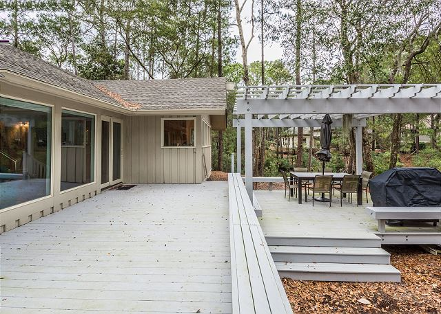 Swing About 1, 3 Bedrooms, Palmetto Dunes Pool Access, Sleeps 8 - Sit a Spell - HiltonHeadRentals.com
