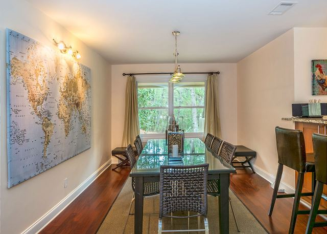 Swing About 1, 3 Bedrooms, Palmetto Dunes Pool Access, Sleeps 8 - The cheery dining table seats a crowd! - HiltonHeadRentals.com