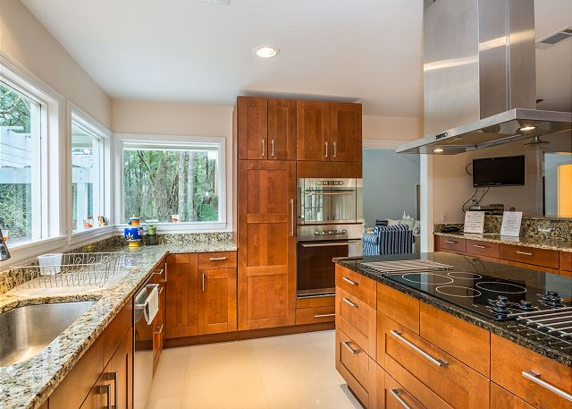 Swing About 1, 3 Bedrooms, Palmetto Dunes Pool Access, Sleeps 8 - Cook to your heart's content at Swing 1! - HiltonHeadRentals.com