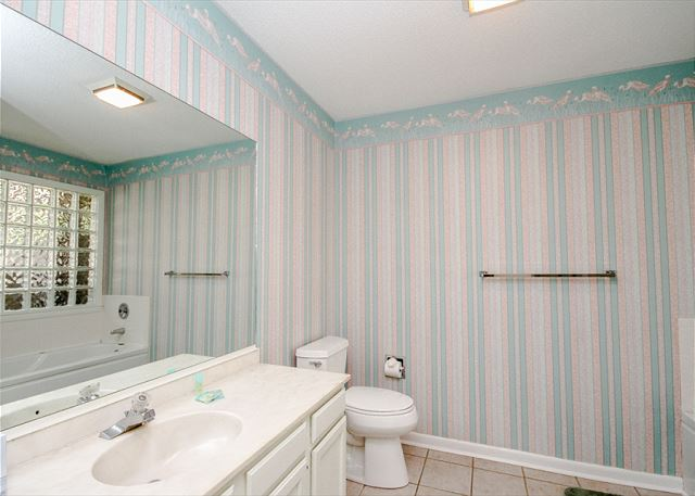 Tennismaster 1201, 3 Bedrooms, Pool, Tennis, Porch, Sleeps 10 - Master bathroom - HiltonHeadRentals.com