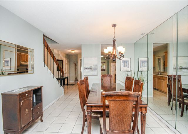 Tennismaster 1201, 3 Bedrooms, Pool, Tennis, Porch, Sleeps 10 - Dining area - HiltonHeadRentals.com