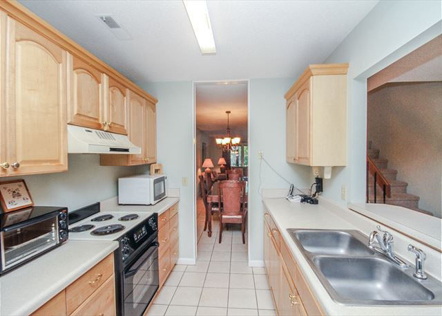 Tennismaster 1201, 3 Bedrooms, Pool, Tennis, Porch, Sleeps 10 - Full Kitchen - HiltonHeadRentals.com