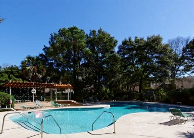 Turnberry 226, 2 Bedrooms, Golf View, WiFi, Sleeps 6 - Pool at Turnberry Lane - HiltonHeadRentals.com