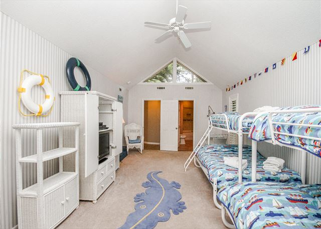 Turnberry Lane 30, 4 Bedrooms, Private Pool, Spa, Sleeps 12 - Kids Room - HiltonHeadRentals.com
