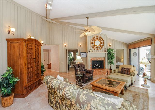 Turnberry Lane 30, 4 Bedrooms, Private Pool, Spa, Sleeps 12 - Living Room - HiltonHeadRentals.com