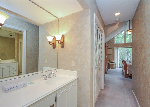 Turnberry Lane 30, 4 Bedrooms, Private Pool, Spa, Sleeps 12 - Master bath - HiltonHeadRentals.com