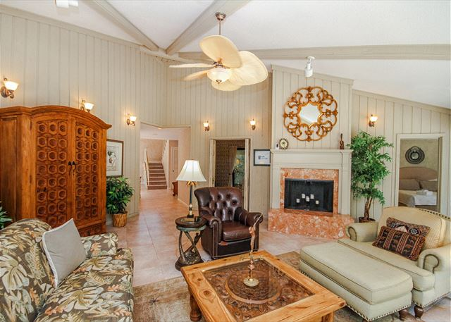 Turnberry Lane 30, 4 Bedrooms, Private Pool, Spa, Sleeps 12 - Living Area - HiltonHeadRentals.com