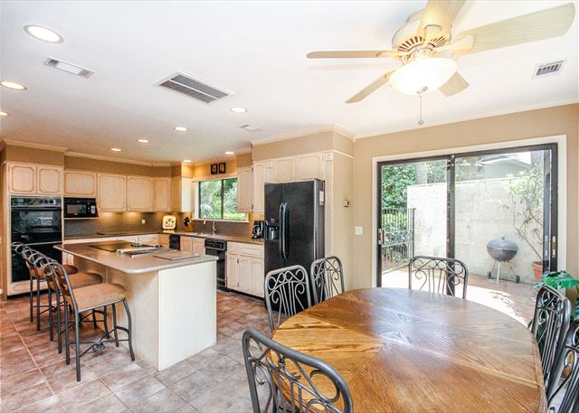 Turnberry Lane 30, 4 Bedrooms, Private Pool, Spa, Sleeps 12 - Kitchen - HiltonHeadRentals.com