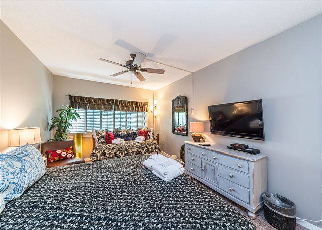 Village House 101, 2 Bedrooms, Pet Friendly, Pool, Sleeps 8 - Indulge! - HiltonHeadRentals.com