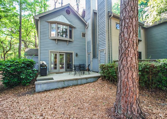 Waterford D-5, 2 Bedrooms, Pool, Golf View, Tennis, Sleeps 6 - Grill Out! - HiltonHeadRentals.com