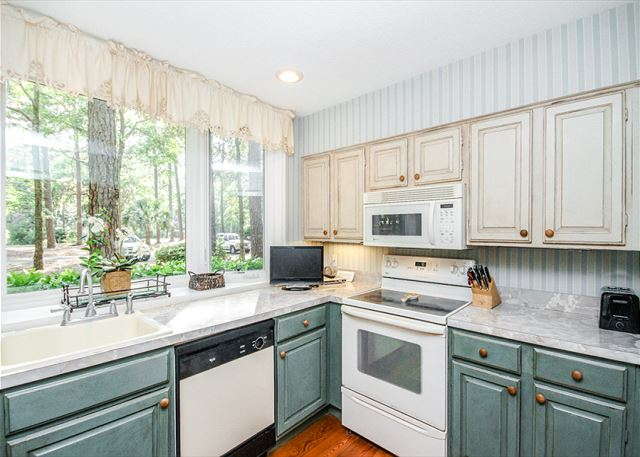 Waterford D-5, 2 Bedrooms, Pool, Golf View, Tennis, Sleeps 6 - Views to Cook With - HiltonHeadRentals.com