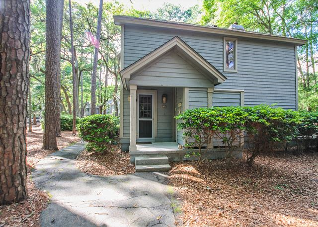 Waterford D-5, 2 Bedrooms, Pool, Golf View, Tennis, Sleeps 6 - Inviting and Cozy - HiltonHeadRentals.com