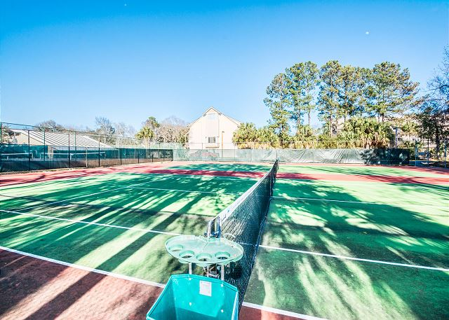 Xanadu 12-B, 3 Bedroom, Pool, Tennis, Walk to Beach, Sleep 8 - Make sure to keep up the tennis practice! - - HiltonHeadRentals.com