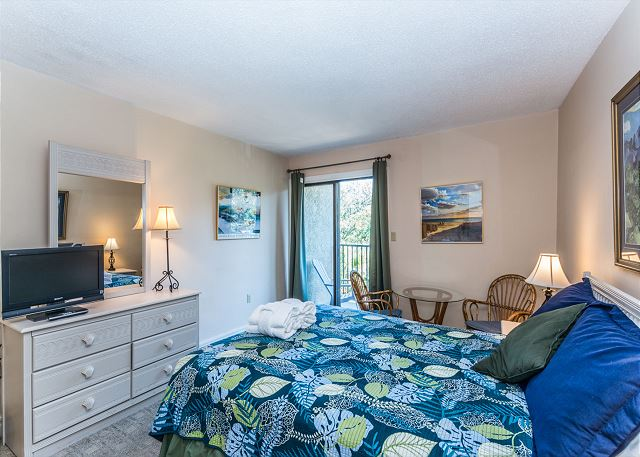 Xanadu 12-B, 3 Bedroom, Pool, Tennis, Walk to Beach, Sleep 8 - Lovely bedroom - - HiltonHeadRentals.com
