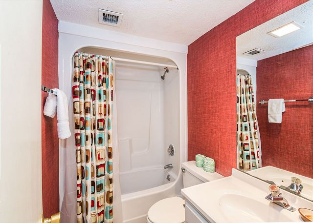 Xanadu 12-B, 3 Bedroom, Pool, Tennis, Walk to Beach, Sleep 8 - Jump In The Shower! - - HiltonHeadRentals.com