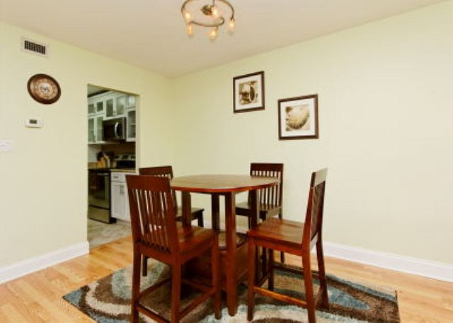 Xanadu 15-A, 2 Bedroom, Large Pool, Walk to Beach, Sleeps 8 - Enjoy your meals here - HiltonHeadRentals.com