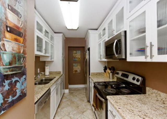 Xanadu 15-A, 2 Bedroom, Large Pool, Walk to Beach, Sleeps 8 - Granite top kitchen - HiltonHeadRentals.com